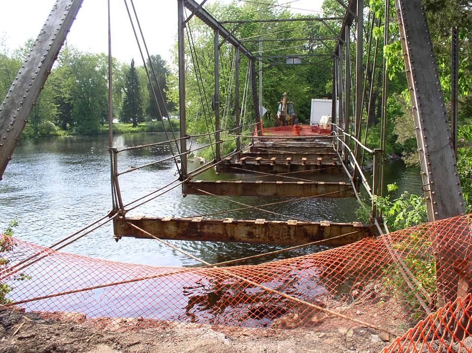 rEMOVAL OF THE OLD BRIDGE ON rIVERVIEW cRESCENT
