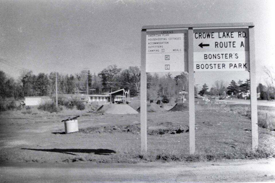 Lloyd Eady's Nuavolon motel and the misspelled road sign