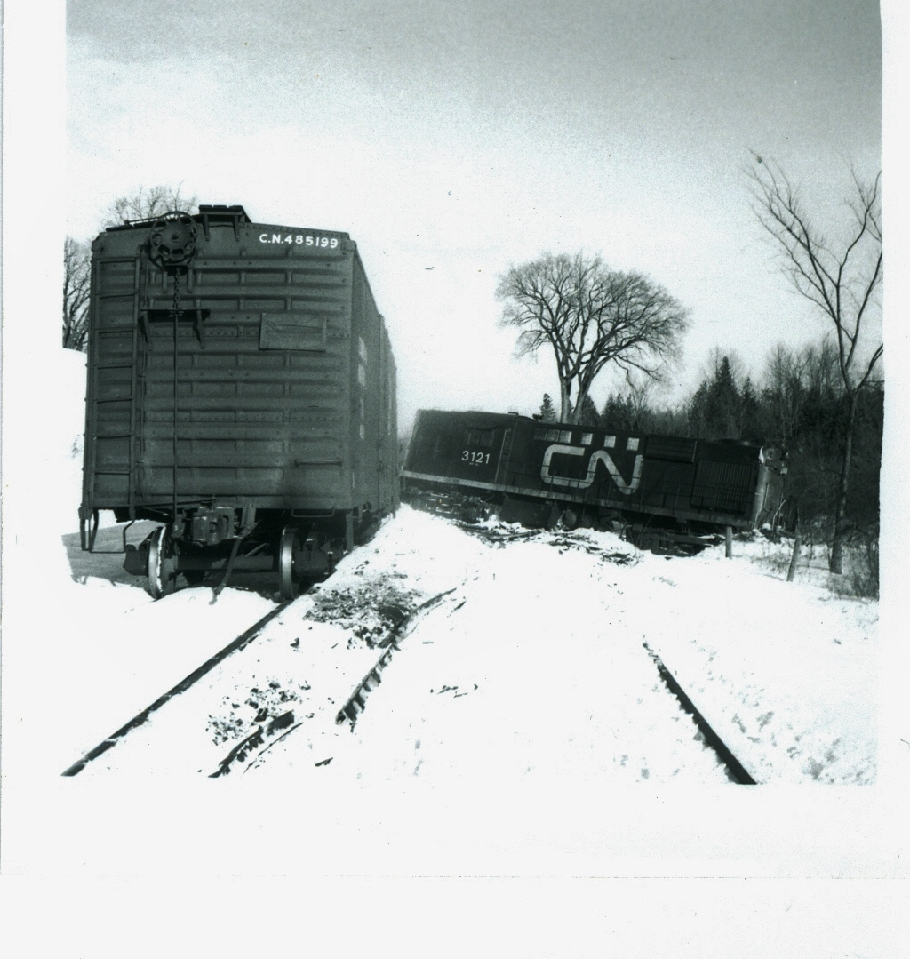 Train derailment  Jan 2, 1973.jpg