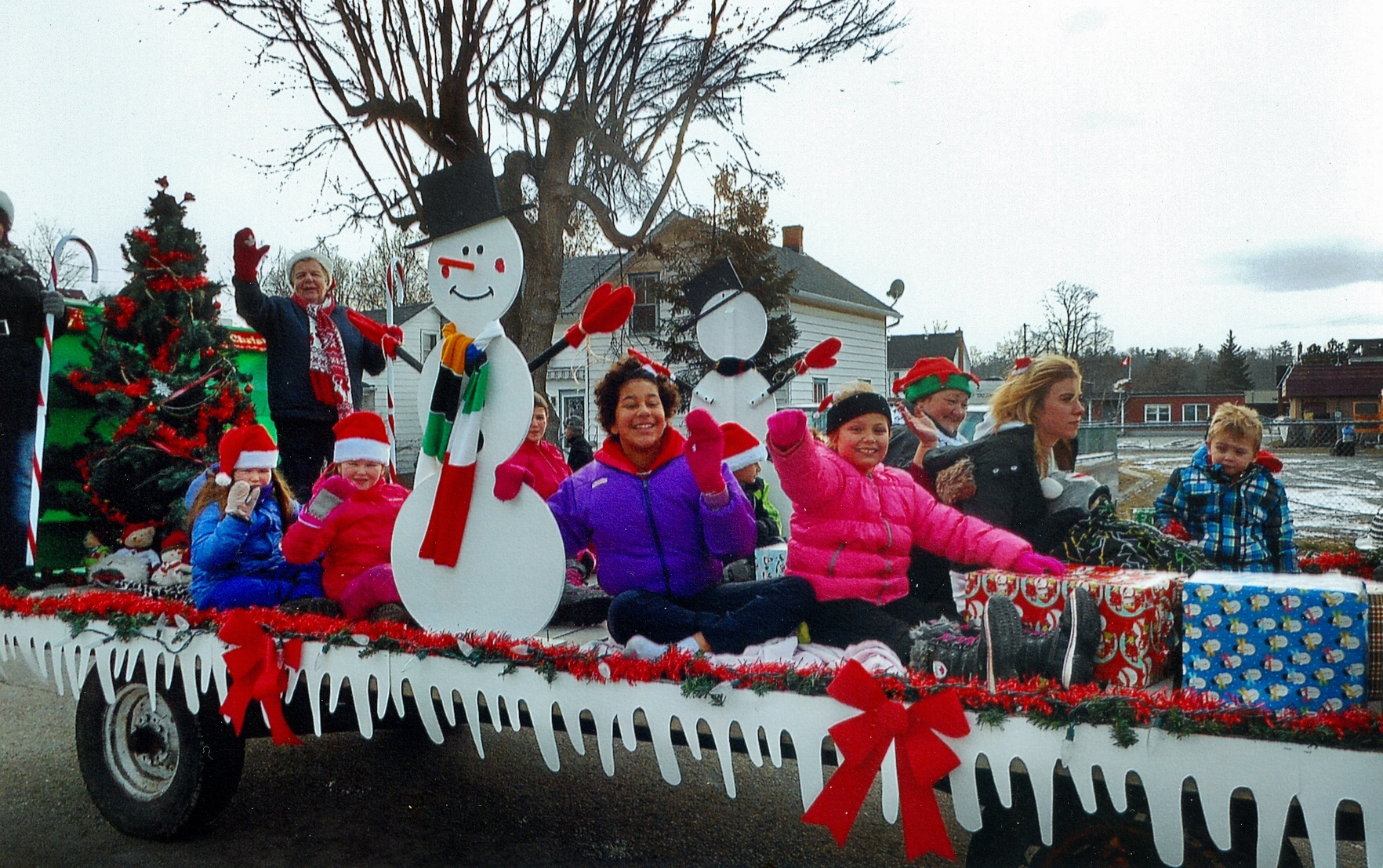 MHF Christmas float 2016 (1).jpg