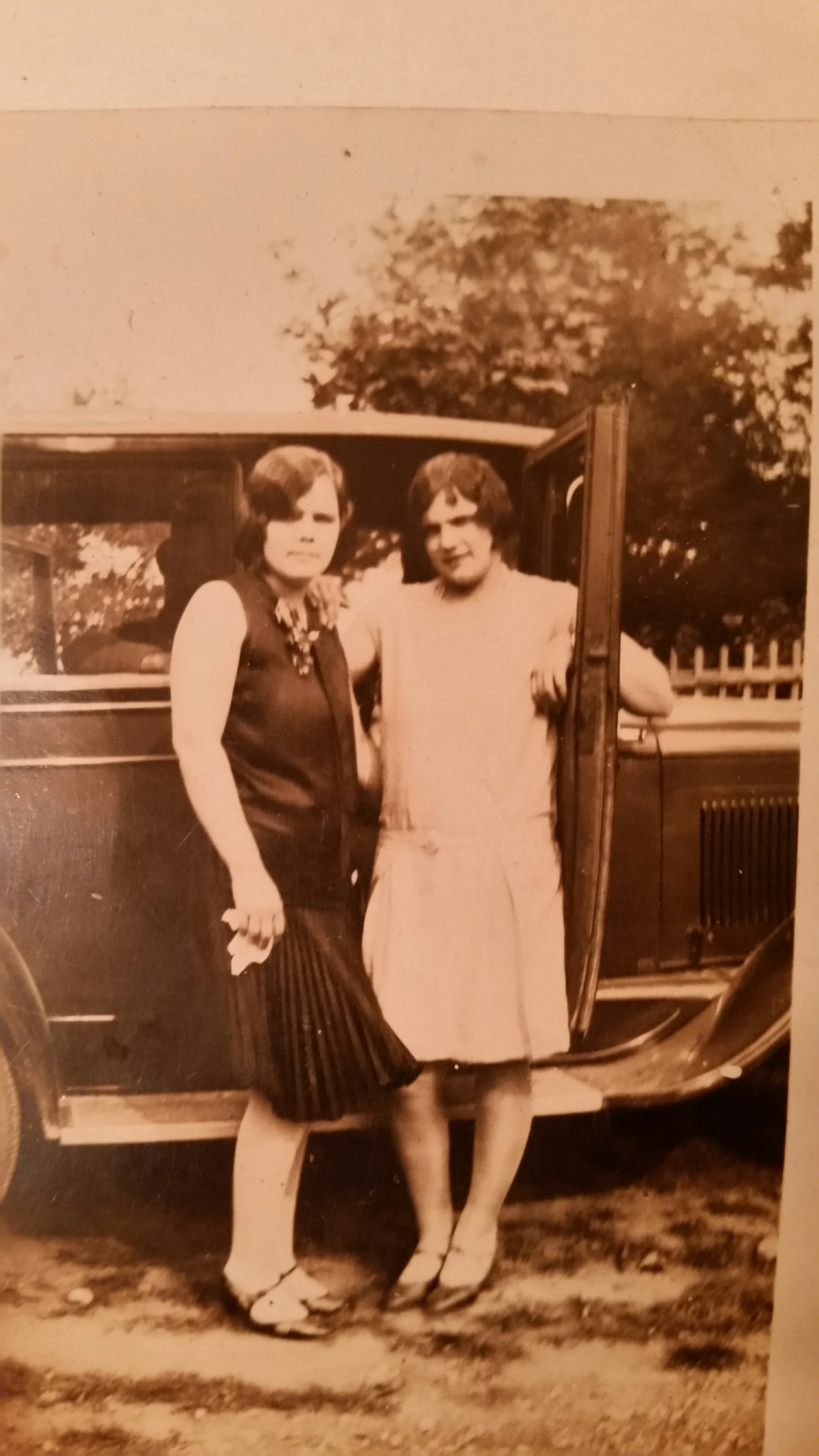 Hazel Neal and her sister Laurena (Neal) Vanvolkenburg circa 1930