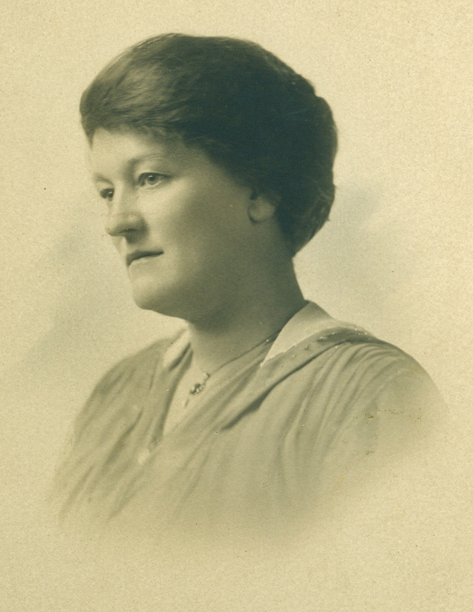 Mrs. (Ada Maitland) Mackecknie was born in 1875