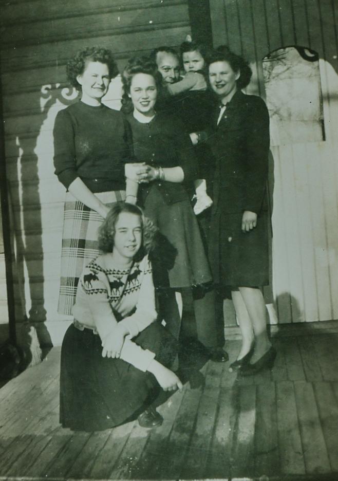 Lib Gladney, Anne Reid, Sally Jones & Cathie Jones, Jean Gladney, Phyllis Hickey in front