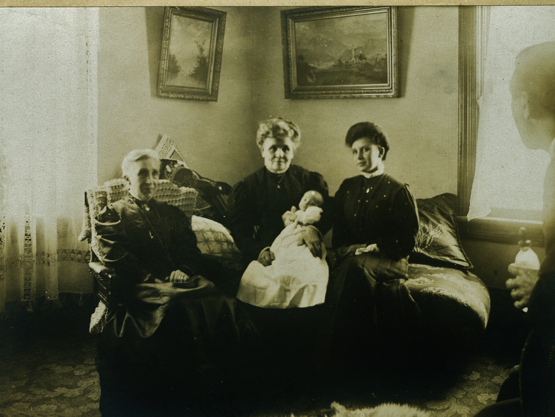 left   RUTH MEATH GLADNEY DEVLIN (RUTH'S FIRST MARRIAGE TO EDW. GLADNEY AND RUTH'S SECOND MARRIAGE TO JOHN DEVLIN).                                        Centre:  Mary Mills Gladney (later carscallen)      Right:  Cora Gladney Hodge       Baby Glad Hodge  Mary Mills was married twice also, first to William Edward Gladney and then to A.W. Carscallen.