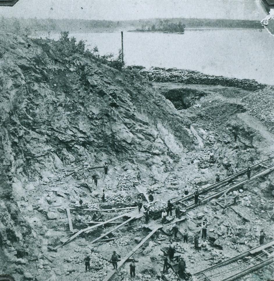 Laying rail at the dig