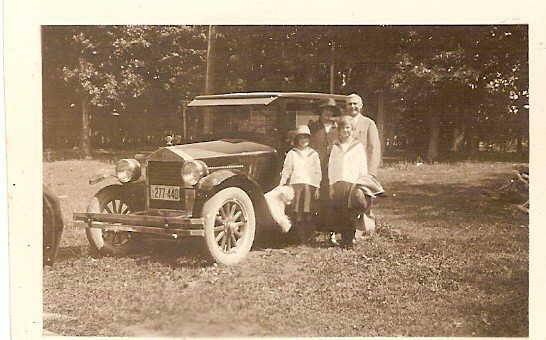 The Gladneys - Eliz, Lib, Clarence and Jennie
