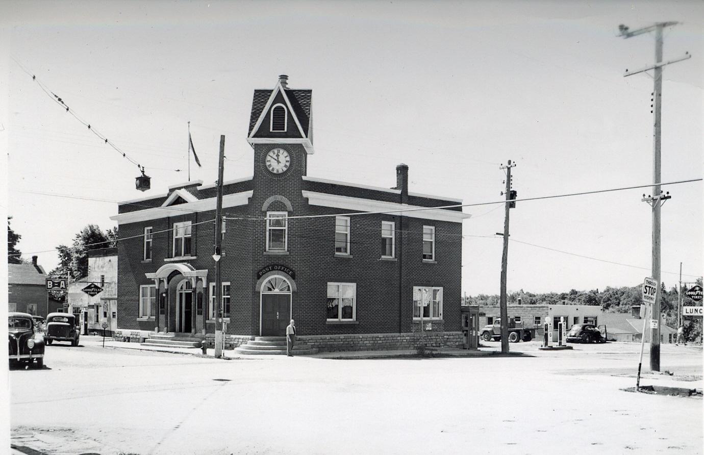 Memorial Building, Marmora (2).jpg