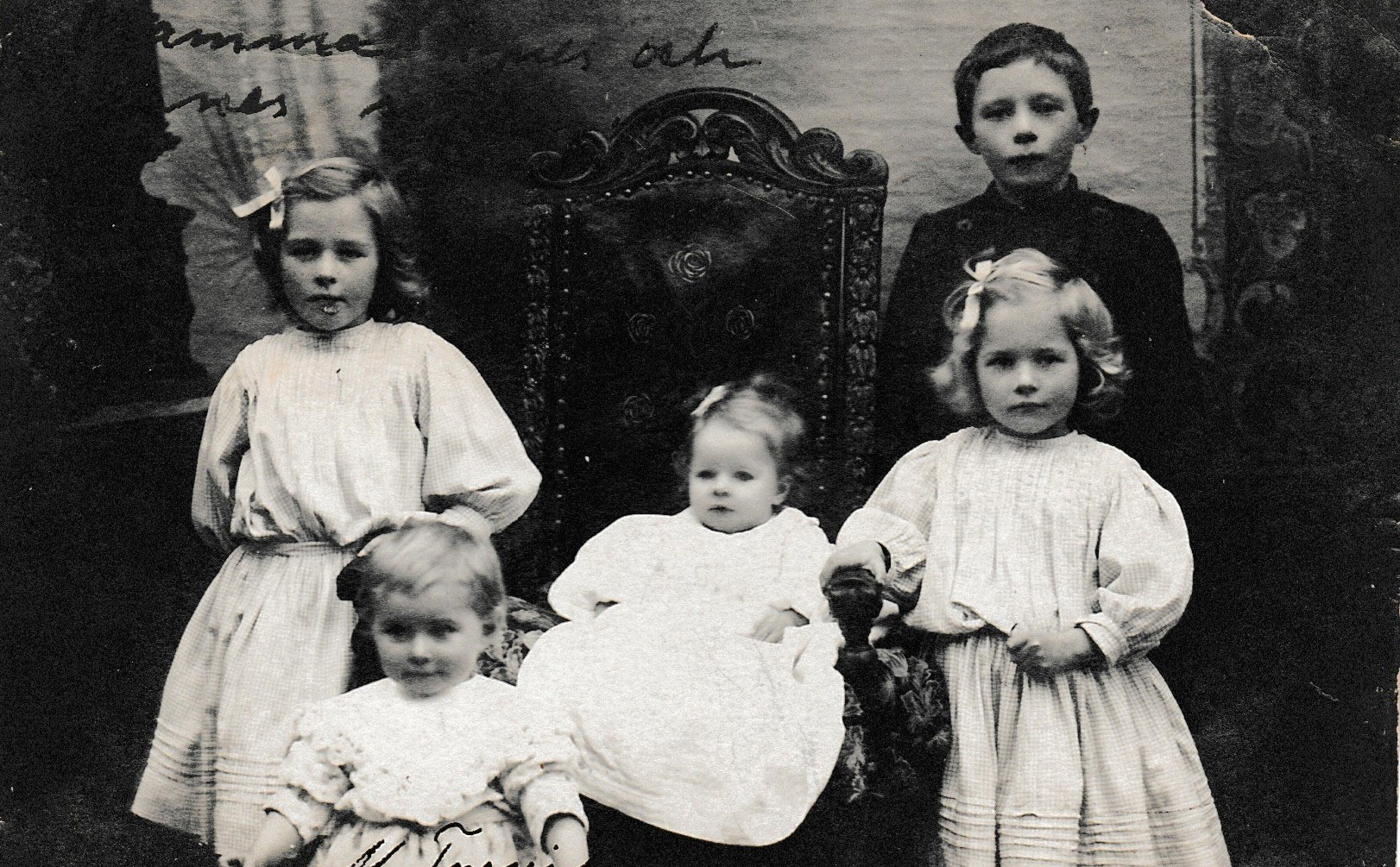 Agnes Melvaer,  daughter of Thormod,  sitting in the chair,  with siblings,  Ottar, Dagny, Magnhild, Eldrid