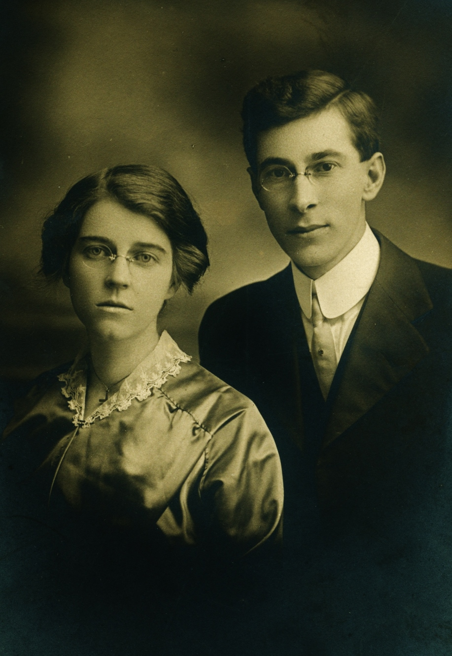 Clinton Barlow and first wife, Vera, mother of Maurice
