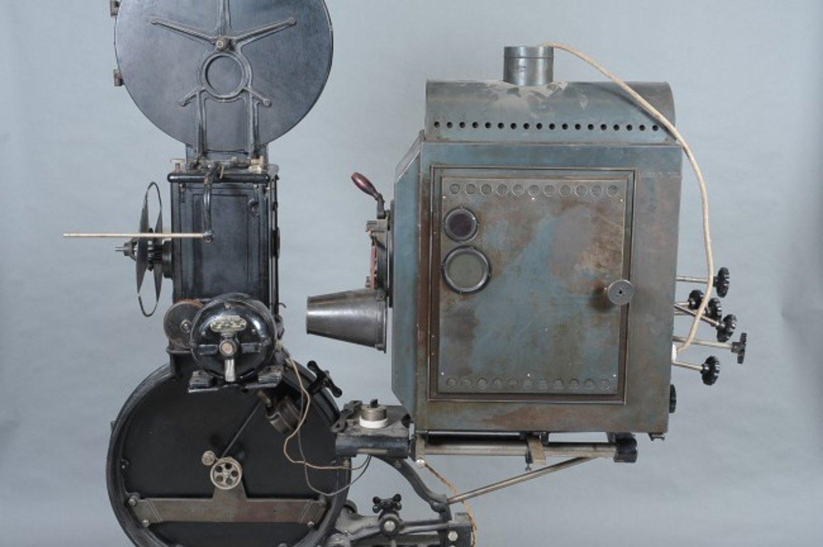 1919 Motiograph picture machine.jpg