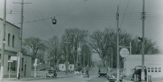 Reeves service station Highway 7 & 14 (1).jpg