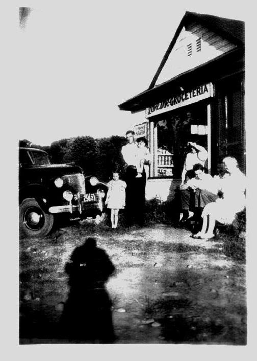 1948 20 Forsyth Loveless Grocery at Lake.jpg