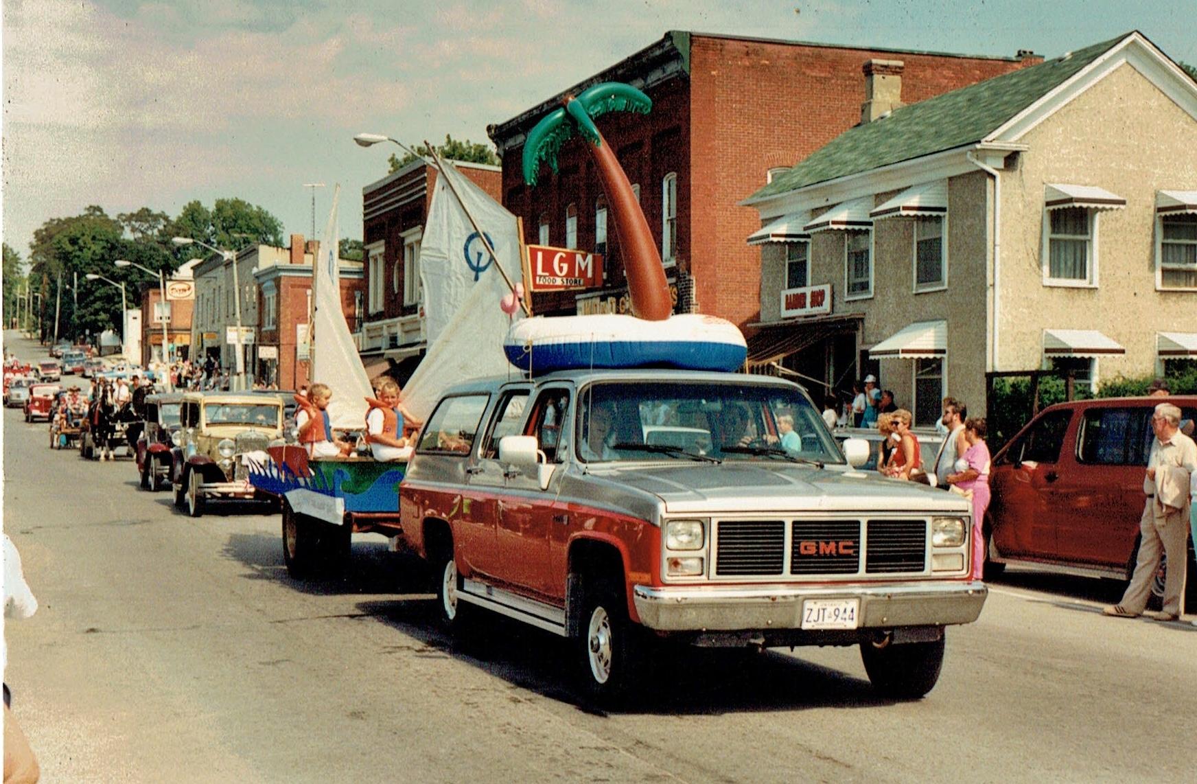 1990 Christmas parade.jpg