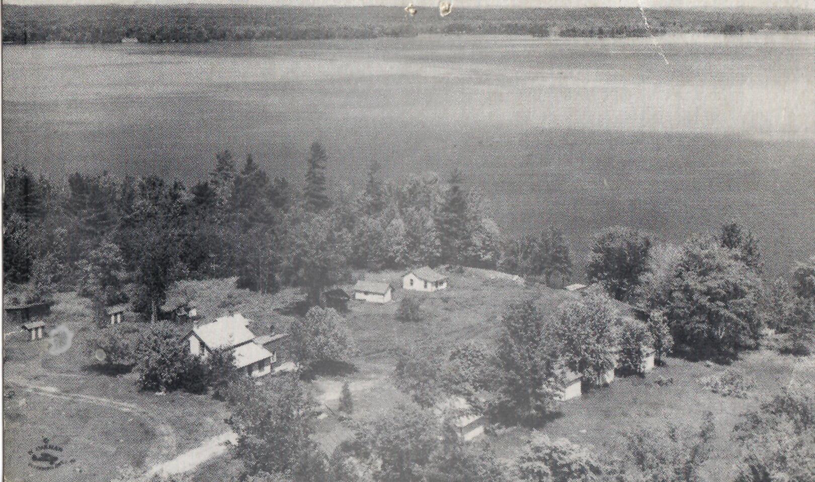 round Lake, Harts Lodge, a H. R. Oakman post card..jpg