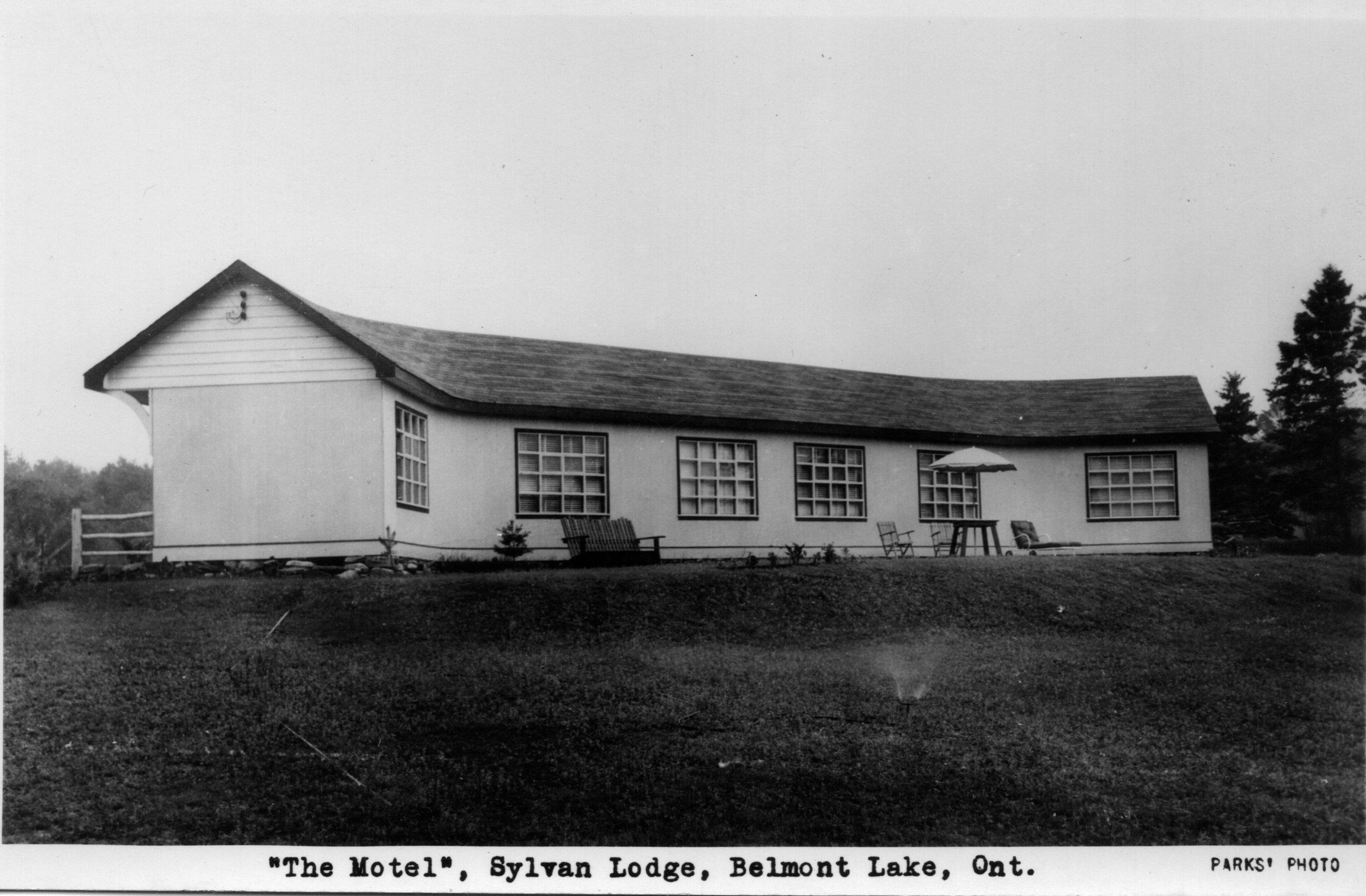 Sylvan Lodge motel, Belmont Lake.jpg