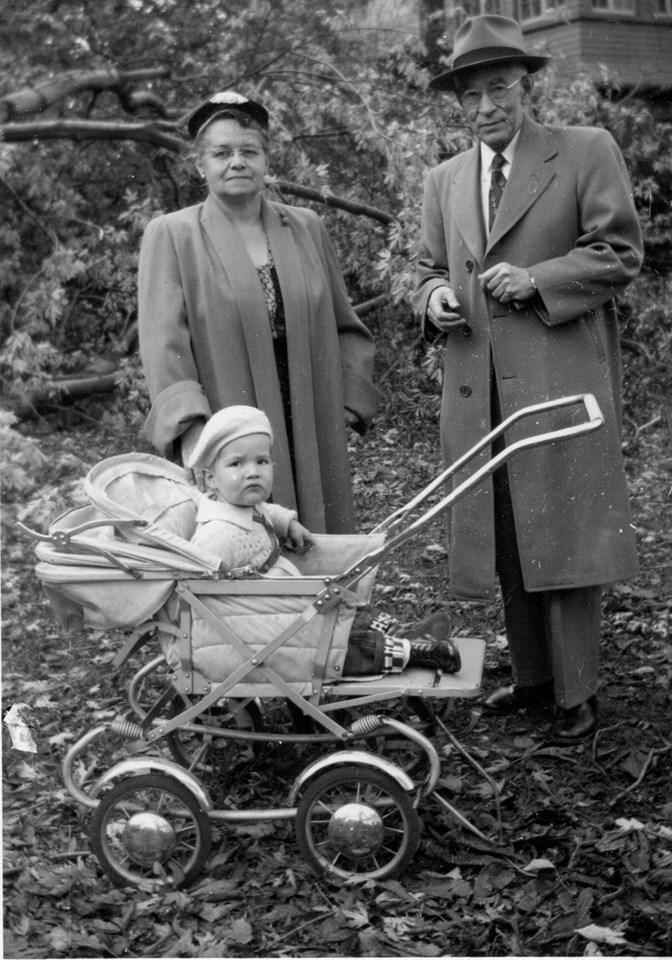 Eva and Clint Barlow, 18 Oct. 1954, parents of Anne Barlow.jpg