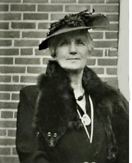Seated, Mrs. Pinnier, Mrs. Dr. Thompson, Mrs. Robert Phillips,  Mrs. Howard Sabine,  Mrs. Ida Nichol - Copy.jpg