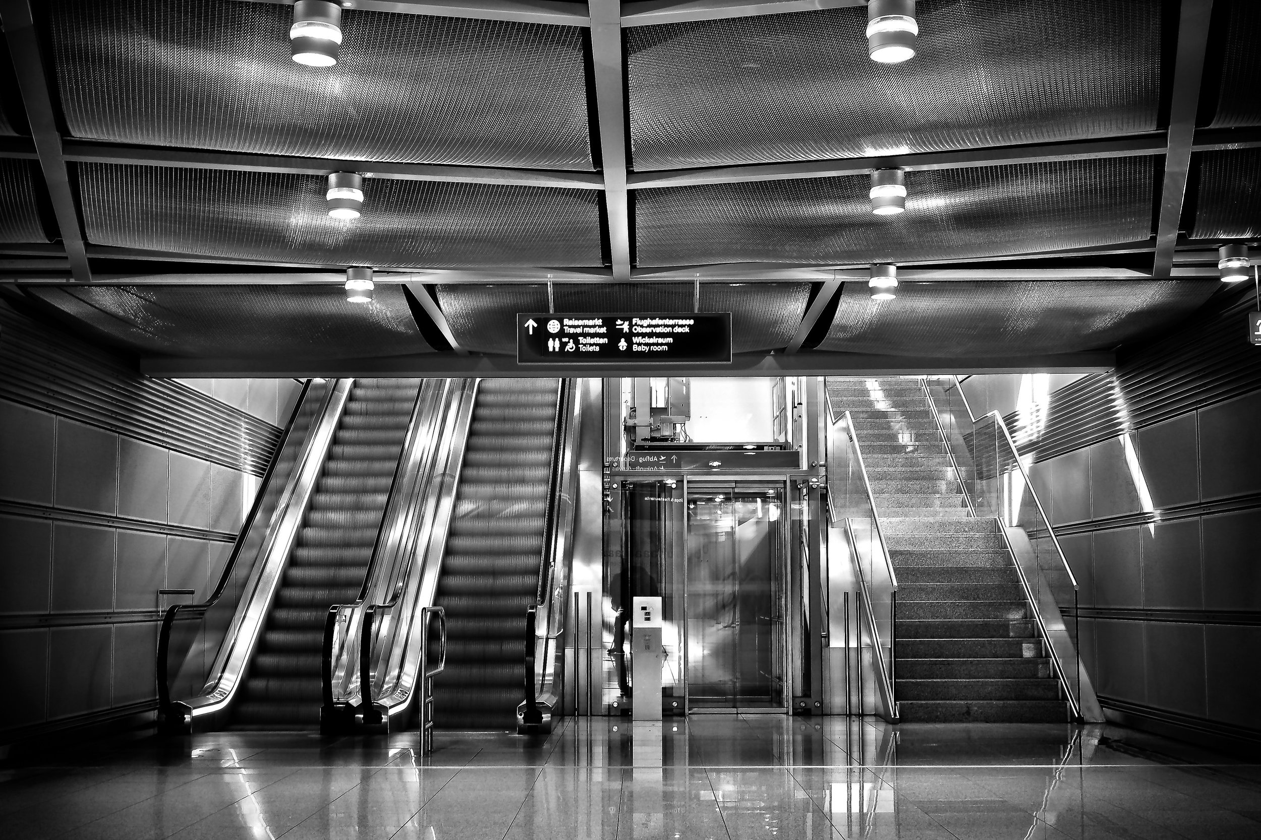 stairs airport-architecture-black-and-white-358545.jpg