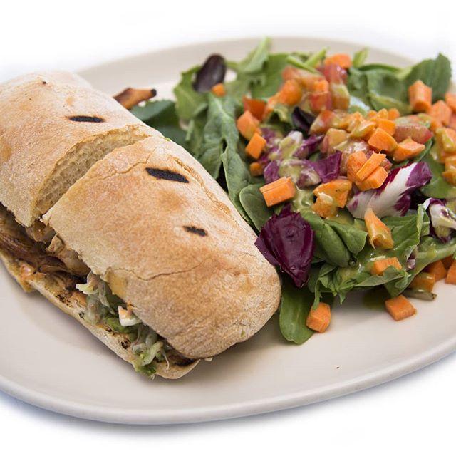 Grille chicken sandwich with mixt green. #stampproperfoods #noantibiotics #naturalfood #freshfood