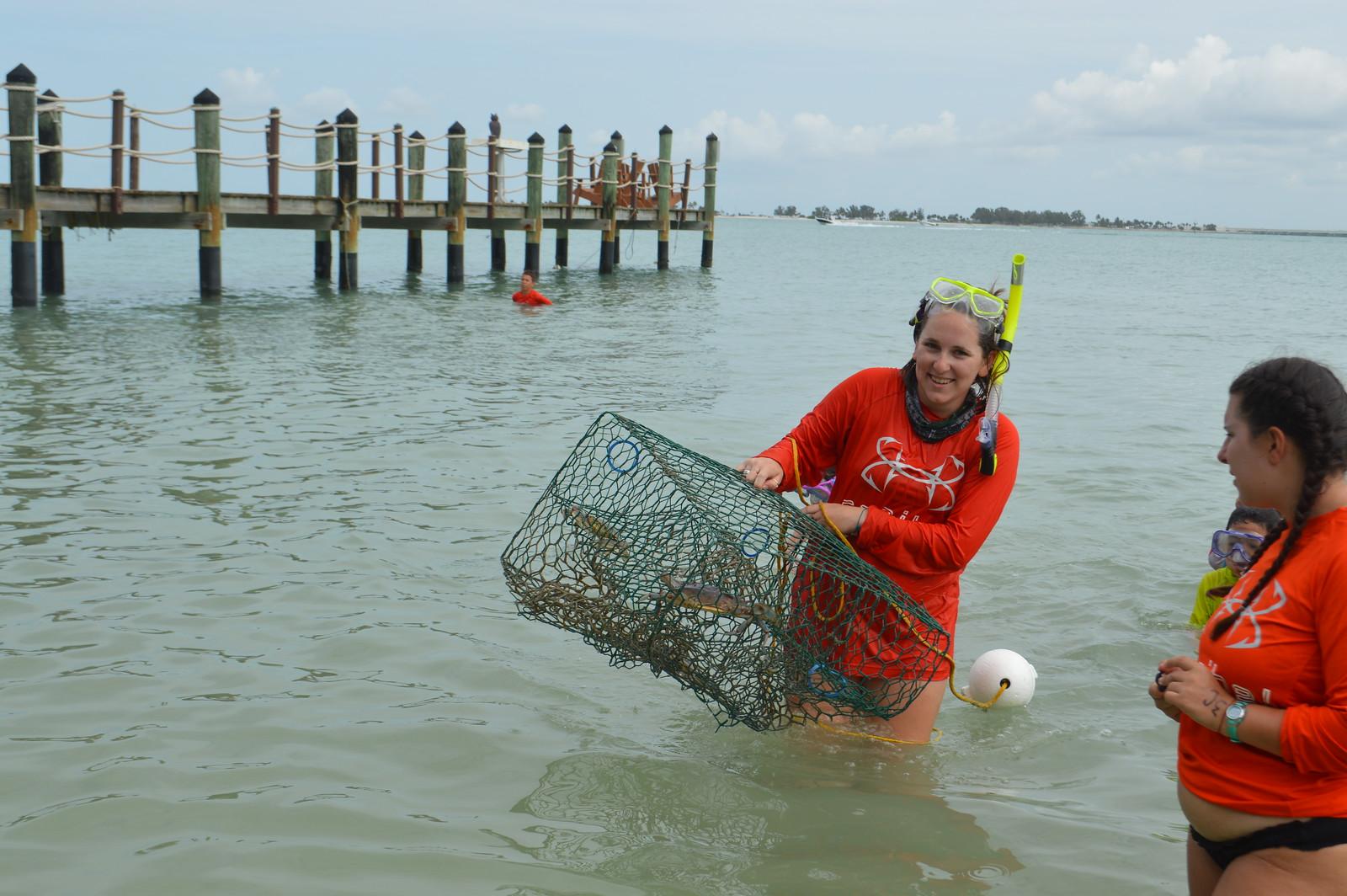 Camo Crabo week campers set crab traps in San Carlos Bay.