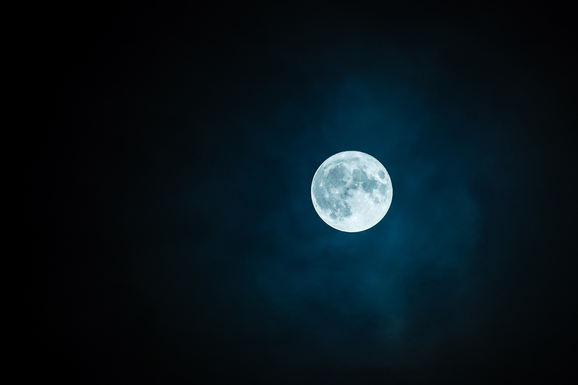 Ocean Tribe Paddlers will lead a Full Moon Paddle on January 2nd.