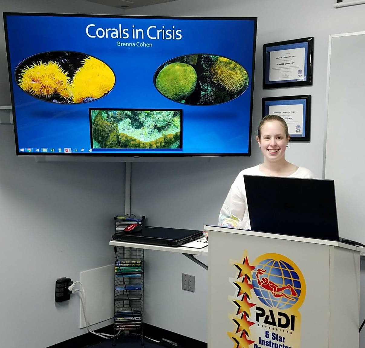 Brenna Cohen taught workshop participants about coral reefs, their global importance, and the threats they are currently facing.