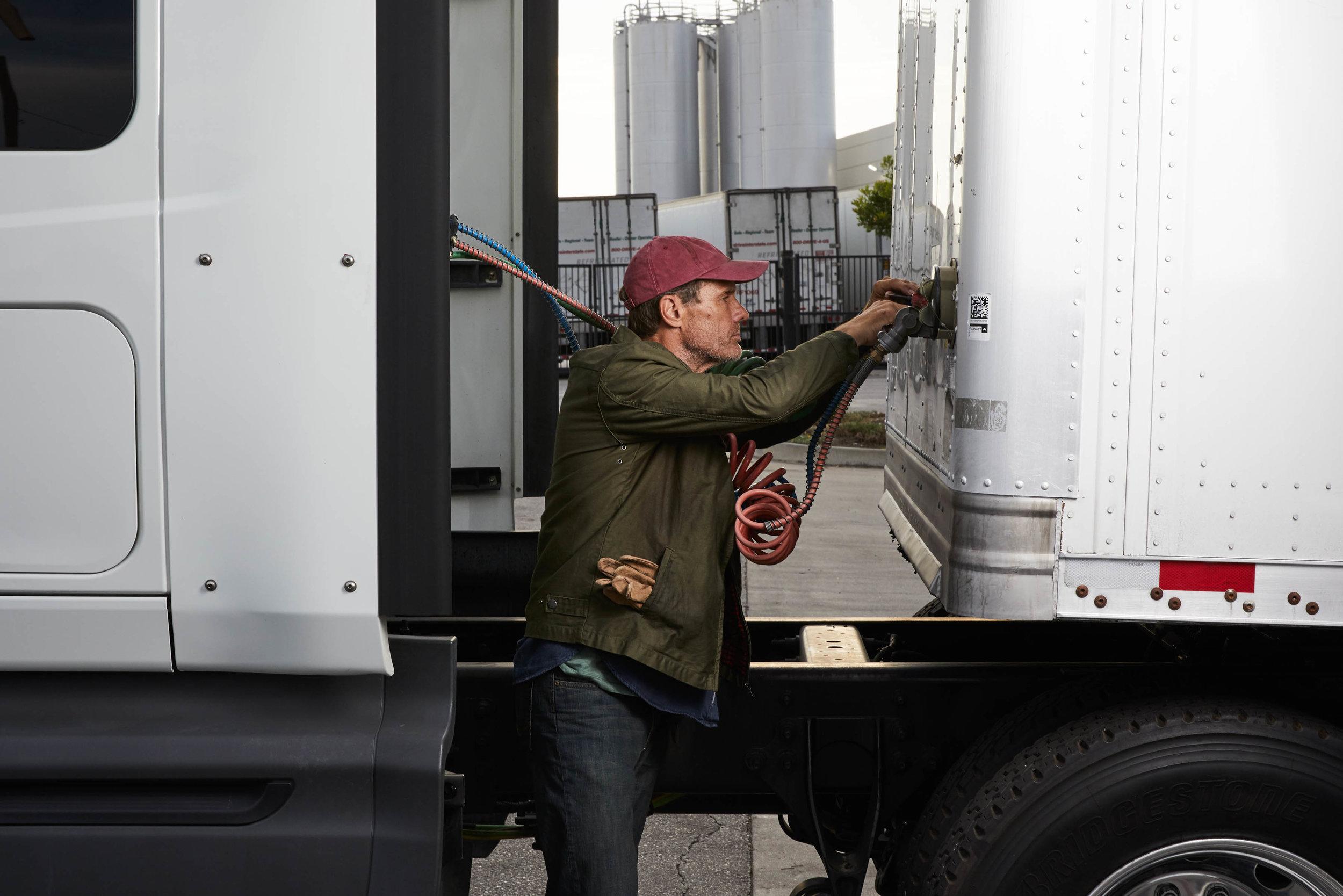 UF_Truck_Hitching_&_Un-Hitching-0004.jpg