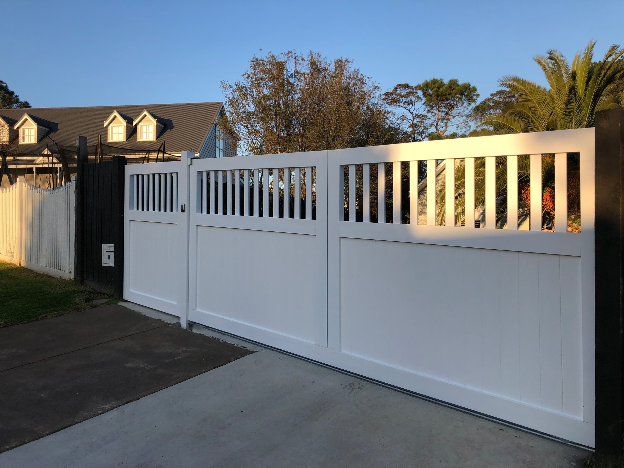 Angled sliding gate. (Peninsula Timber Gates).jpg