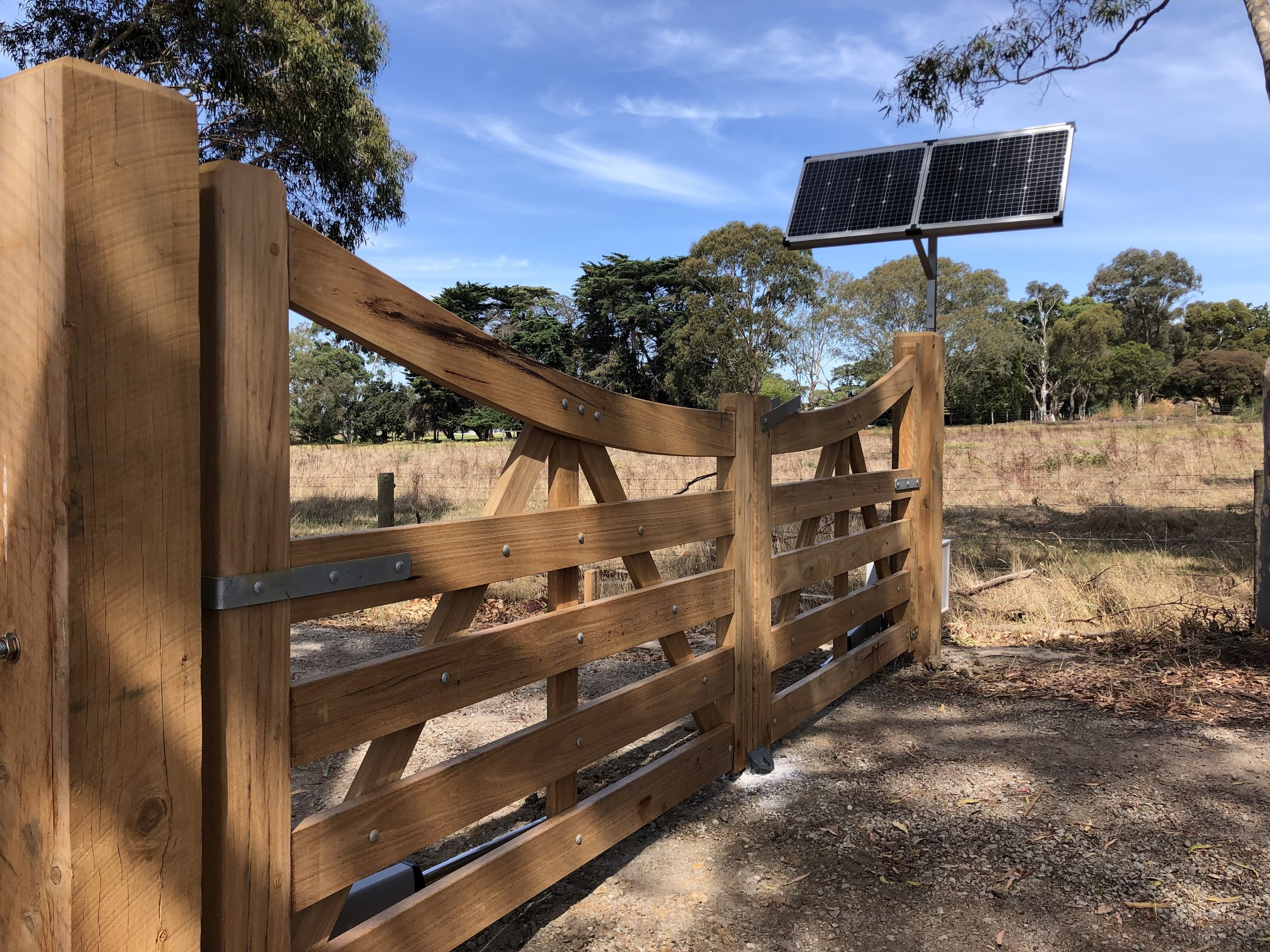 Solar powered timber gates.jpg Peninsula Timber Gates.jpg