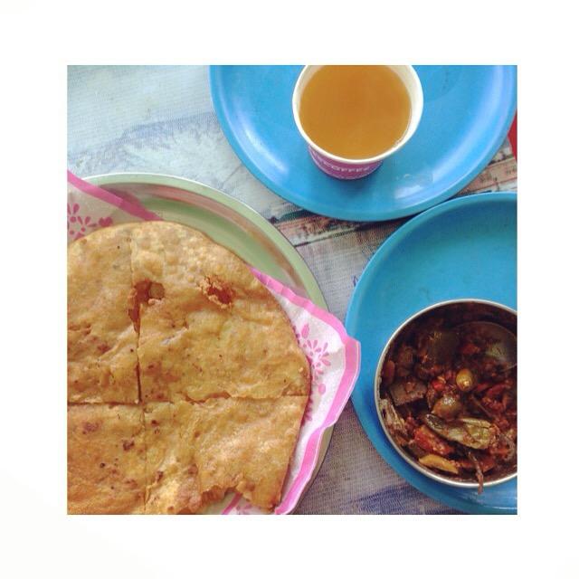 Parantha w/ Kashmiri Anchala Chutney & Kehwa Tea
