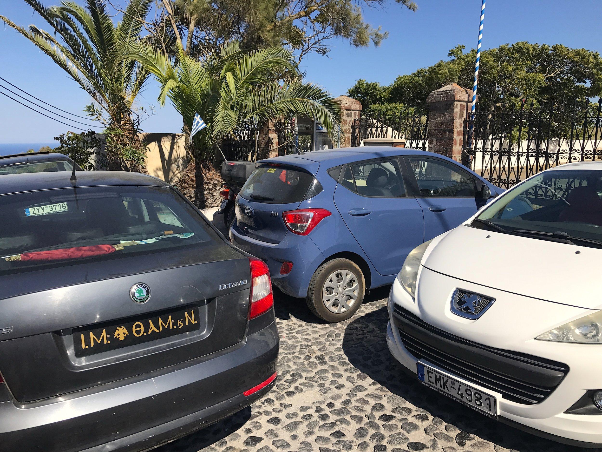 Attention où vous vous garez, au risque comme nous et notre petite voiture bleue, d'être coincés ahah