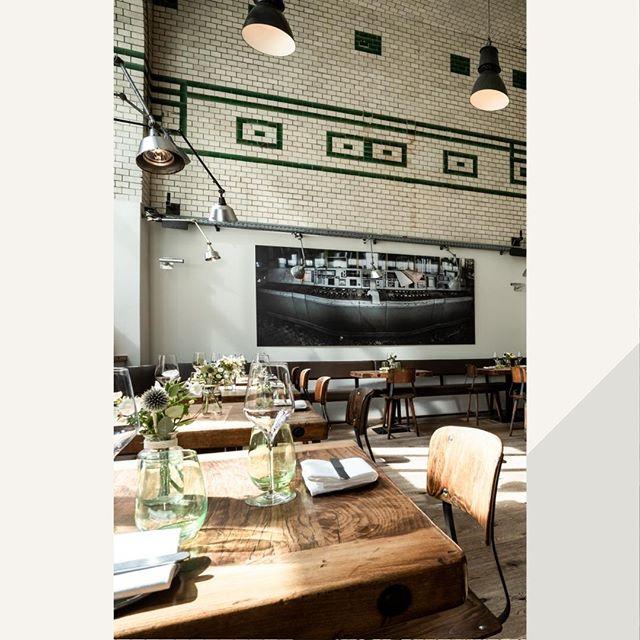 Die Wände als auch das Inventar unseres Restaurants in Neukölln erzählen Geschichte. . . . . #eins44 #geschichte #kommensieunsbesuchen #elbestrasse #neukoelln
