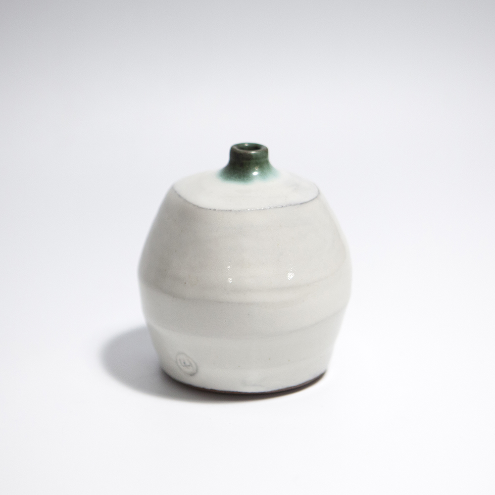 Short Grass Pot  ceramic  9 x 8 x 8 cm  £30