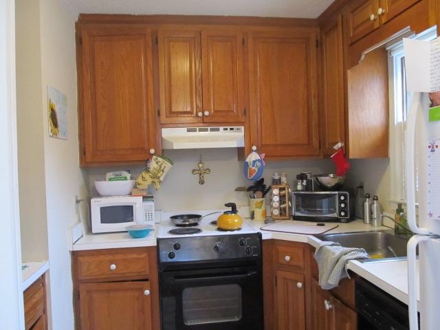 Hillsborough Street, 430 - Kitchen.JPG