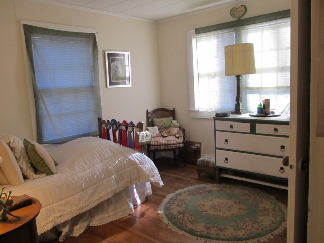 Davie Circle, 48 - Bedroom.jpg