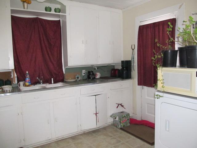 Davie Circle, 48 - Kitchen.jpg