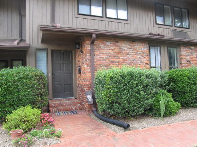 Oak Tree Drive, 1005 - Entrance.jpg