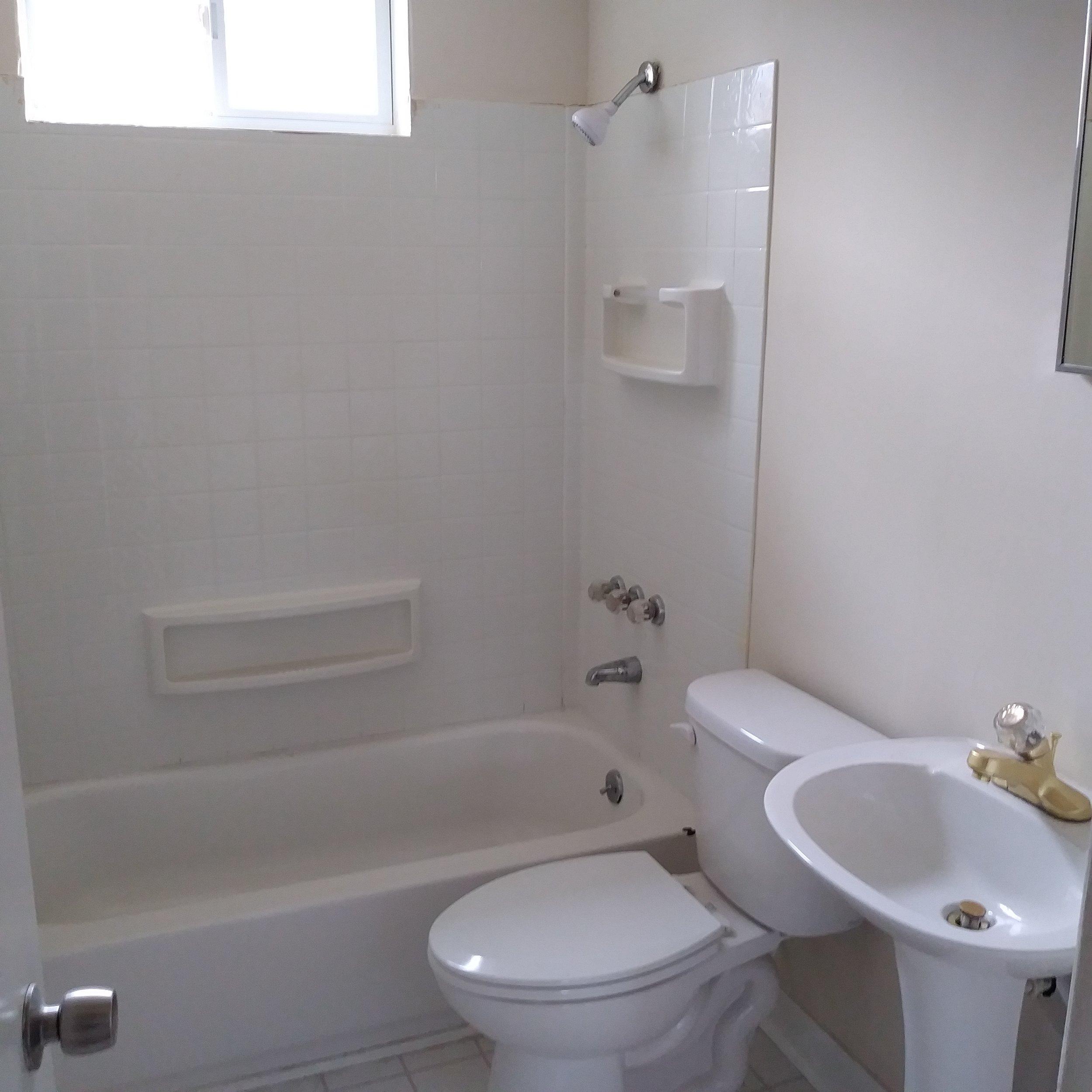 Graham Street, S., 119 - Bathroom.jpg