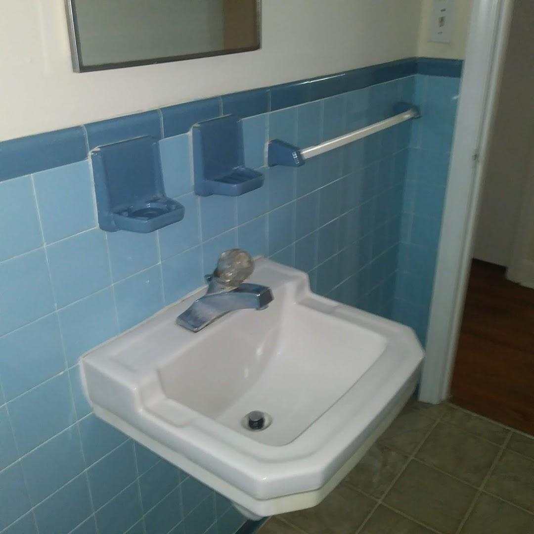 Taylor Street, 113 - Bathroom.jpg