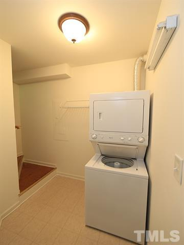 Severin Street, 195 - Washer-Dryer.JPG