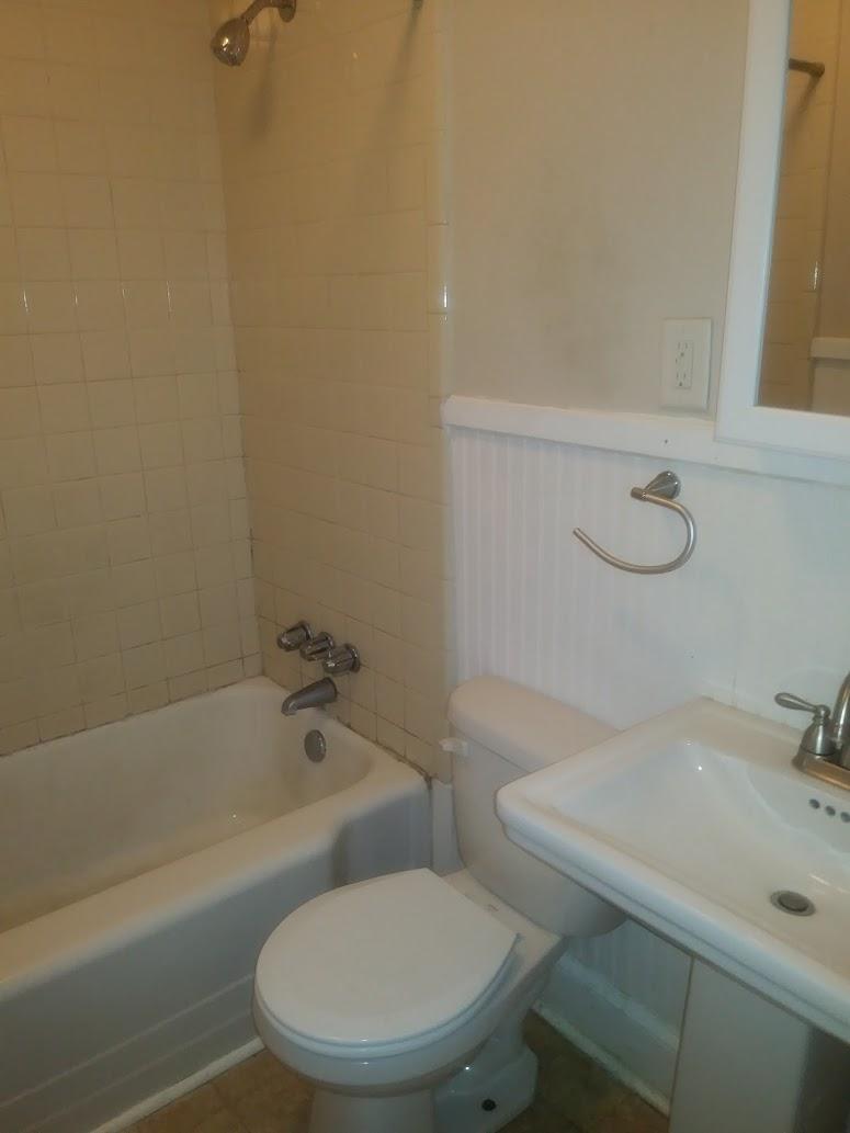 Stinson Street, 106 - Bathroom.jpg