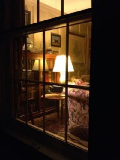 4f00b3e06743096611234dcf8c386531--through-the-window-cozy-room.jpg