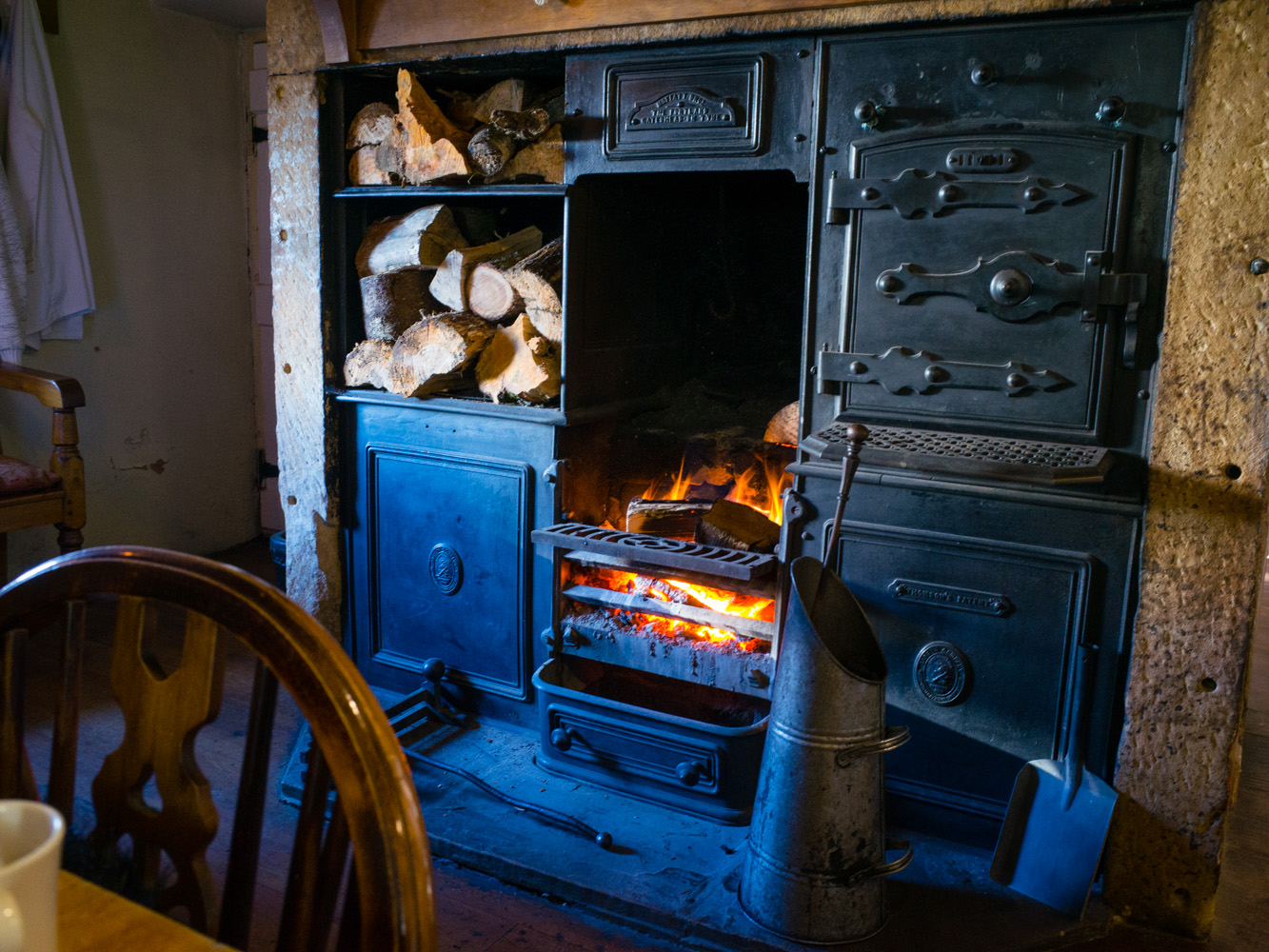 During one of our outings, we stopped off at the only pub in the nearest village , the  Holly Bush Inn   and was very grateful to be welcomed by this impressive fireplace.