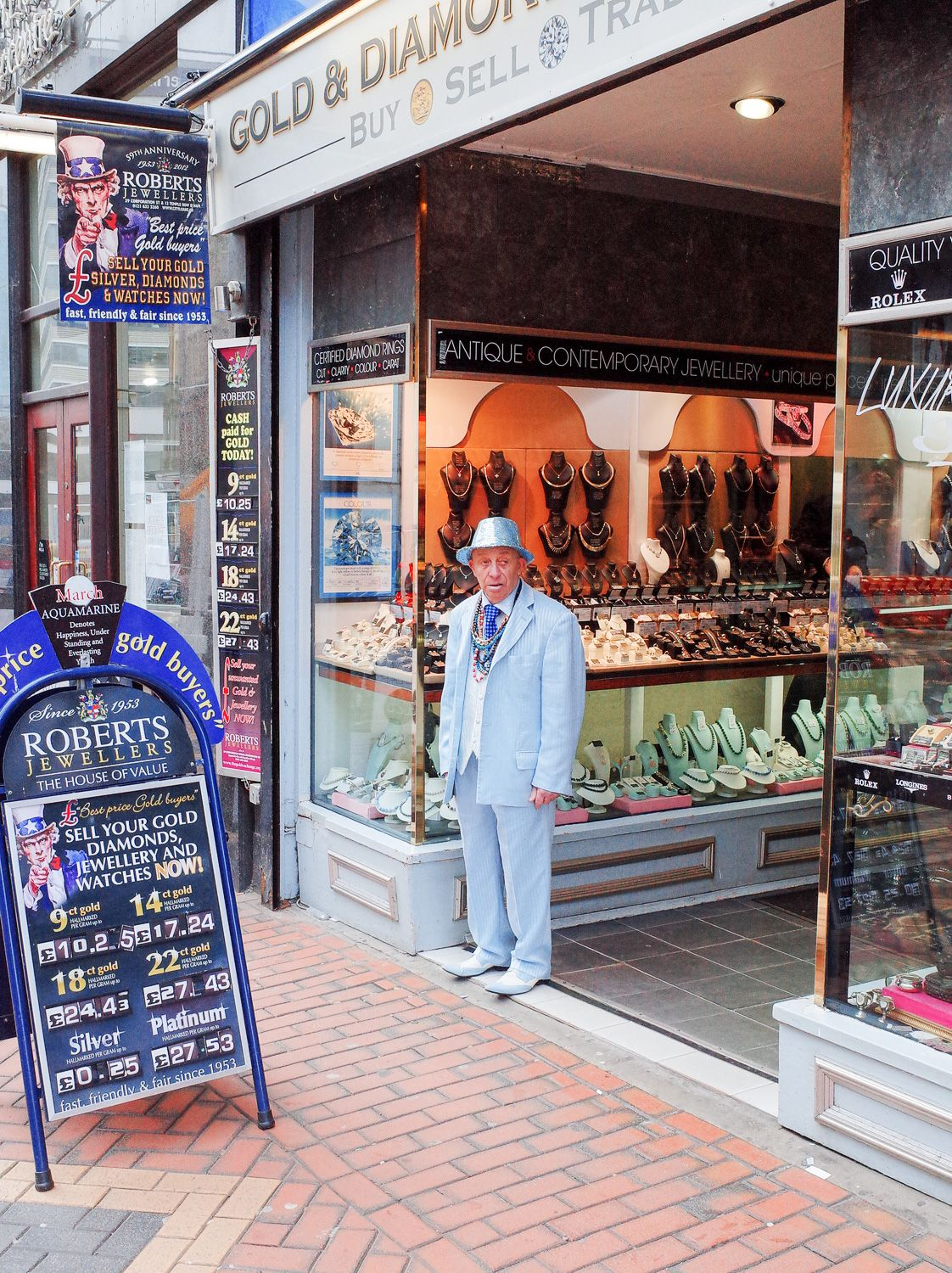 Man-in-blue-suit-outside-jewelry-store-R0047656_Copyright-Ant_Tran.jpg