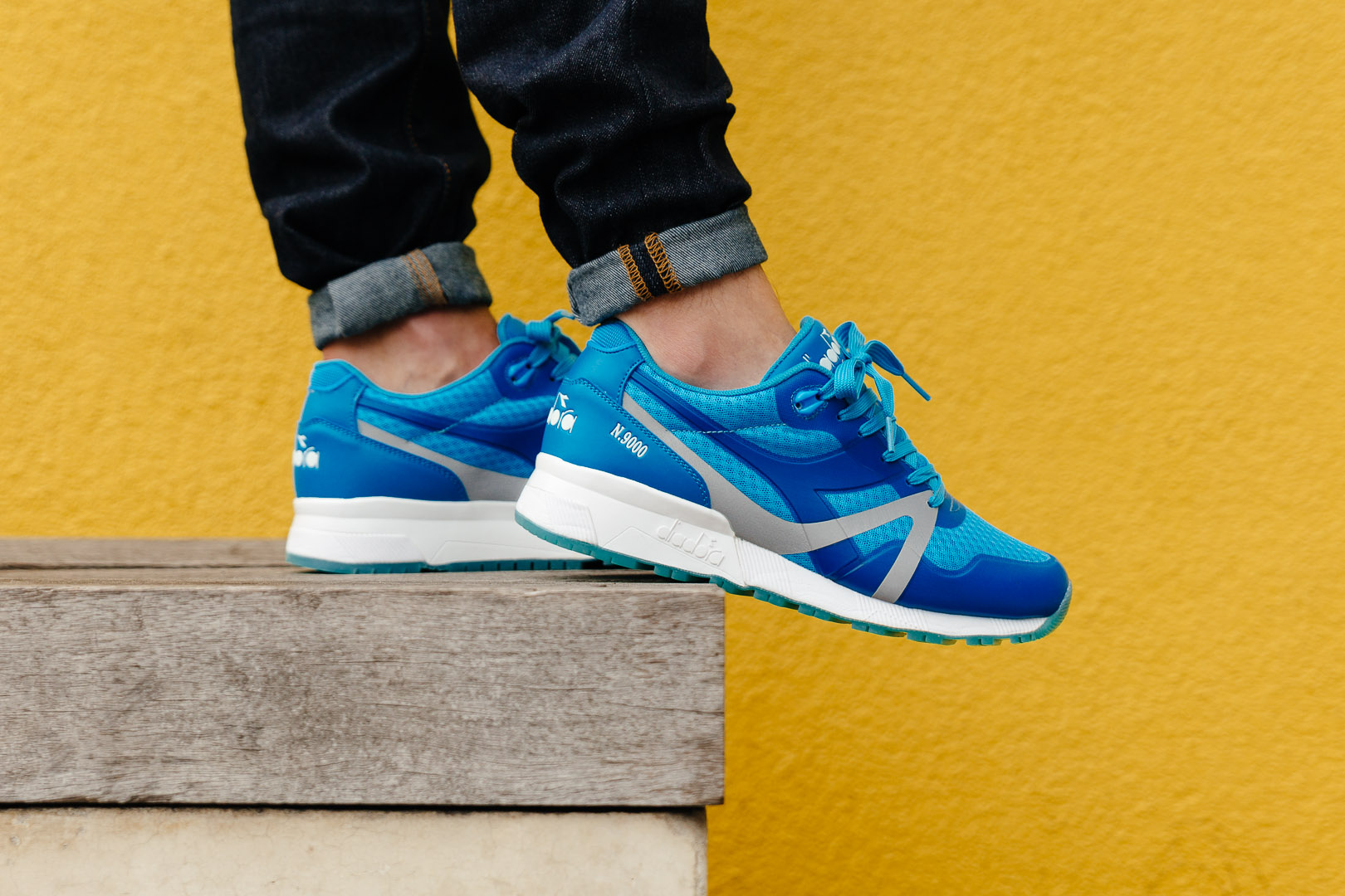 DIADORA-N9000-MM-BRIGHT-BLUE-FLUO-0718-INS-SoleHeaven-FOOT-OTF.jpg