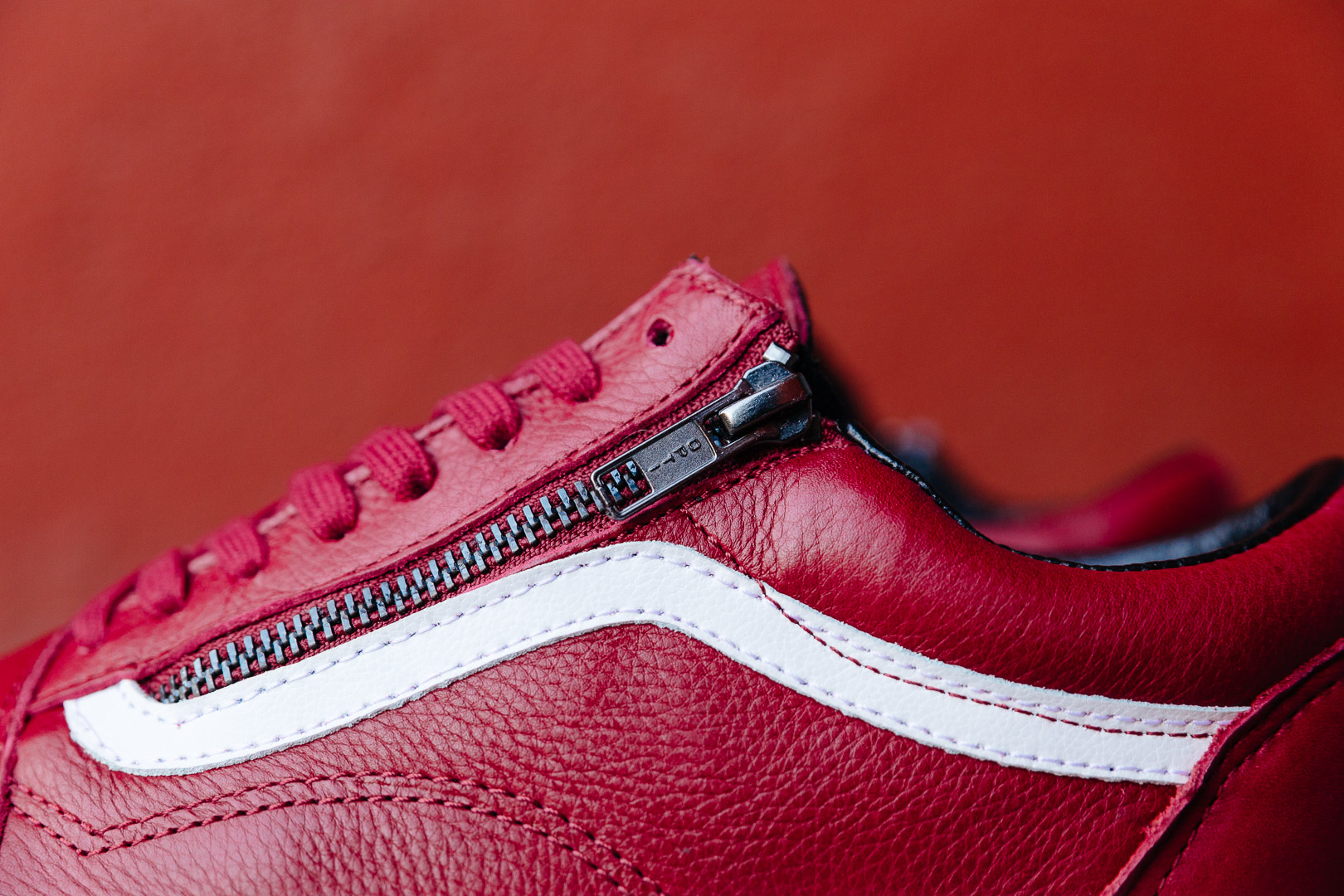 VANS-OLD-SKOOL-ZIP-PREMIUM-LEATHER-CHILI-PEPPER-RED-WHITE-V0018GJTH-2580-INS-SoleHeaven-.jpg