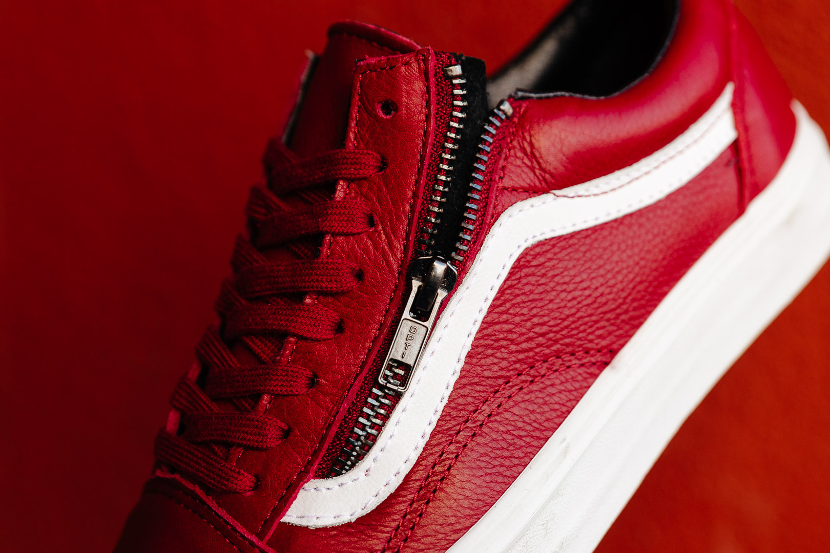 VANS-OLD-SKOOL-ZIP-PREMIUM-LEATHER-CHILI-PEPPER-RED-WHITE-V0018GJTH-2589-INS-SoleHeaven-.jpg