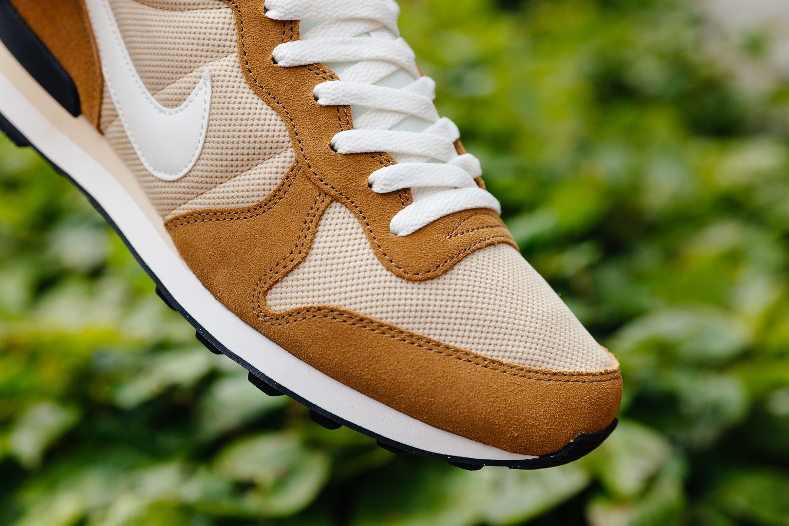 NIKE-INTERNATIONALIST-VEGAS-GOLD-SAIL-ROCKY-TAN-BLACK-828041-701-2038-INS-SoleHeaven-.jpg