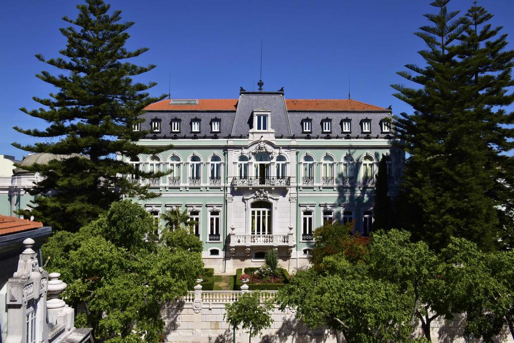 Pestana Palace Hotel, formerly the  Palácio Vale Flor  was built in the 19th century for José Luís Constantino Dias, 1st Marquis of Vale Flor.