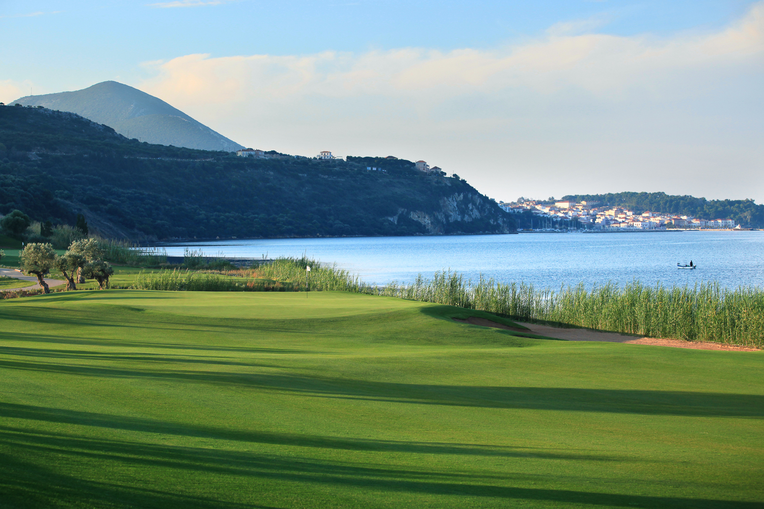 The 4th at the Bay Course is a tempting Par 3 but danger exists for any ball going right.